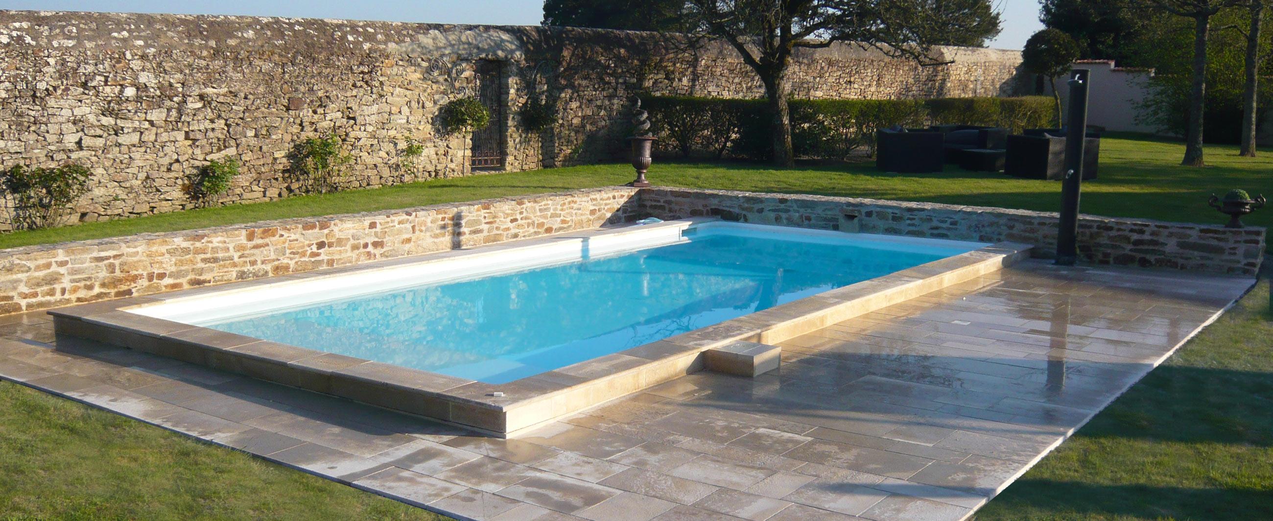 Margelles piscine pierres naturelles Brethome Vendee - BRETHOME SARL Lucs sur Boulogne Vendée
